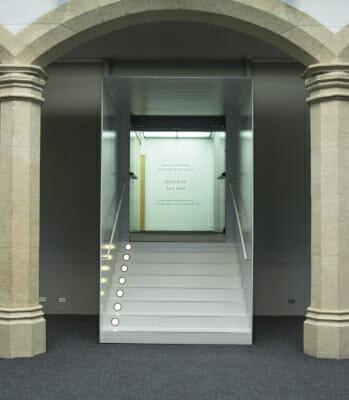 Foto de la entrada de la exposición